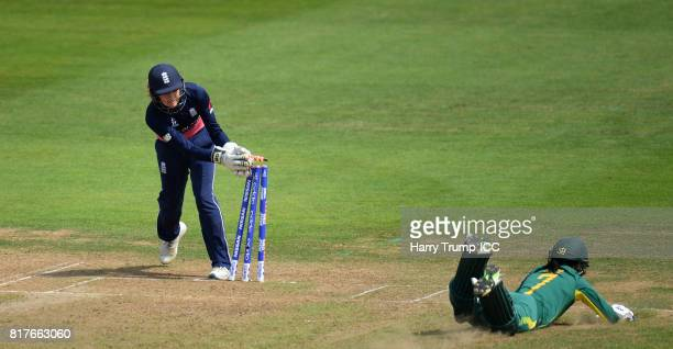 Sarah Taylor of England runs out Marizanne Kapp of South Africa during the ICC Women's World Cup 2017 SemiFinal match between England and South...