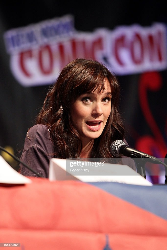 <a gi-track='captionPersonalityLinkClicked' href=/galleries/search?phrase=Sarah+Wayne+Callies&family=editorial&specificpeople=607272 ng-click='$event.stopPropagation()'>Sarah Wayne Callies</a> attends The Walking Dead panel at the 2010 New York Comic Con at the Jacob Javitz Center on October 10, 2010 in New York City.