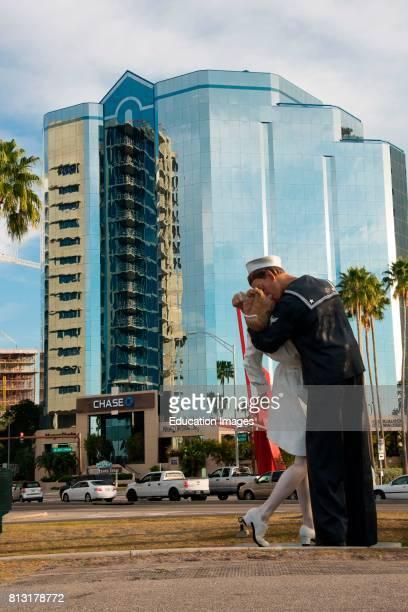 Sarasota Florida iconic statue of sailor kissing nurse at end of World War II