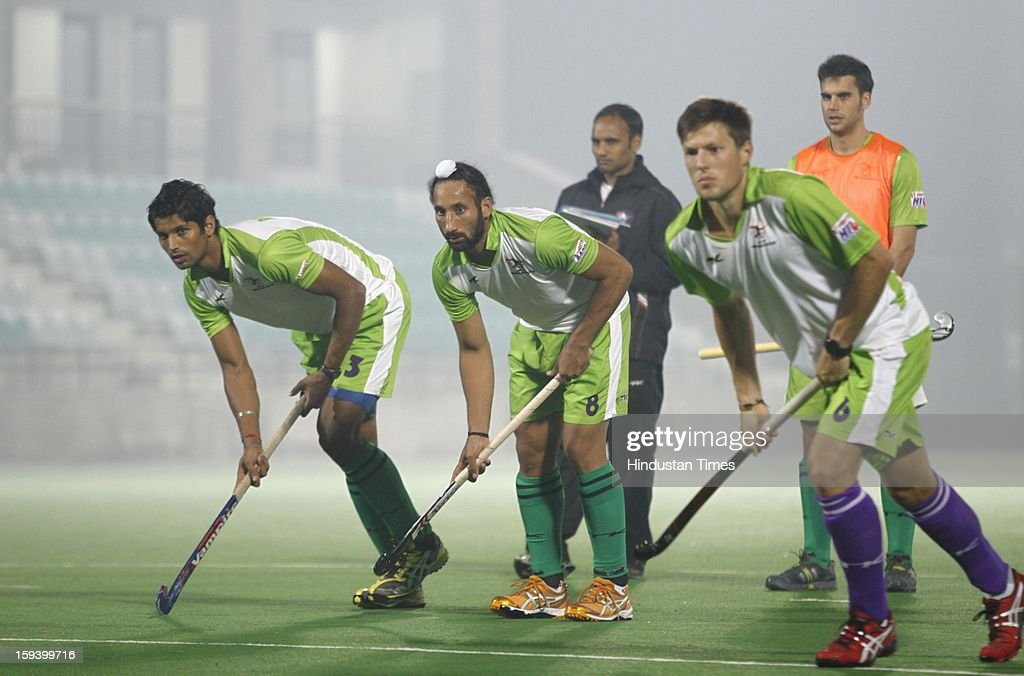 Sardar Singh (C), captain of Delhi Wave Riders team, during the practice session ahead of Hockey India League at Major Dhyan Chand National Stadium on January 13, 2013 in New Delhi, India.
