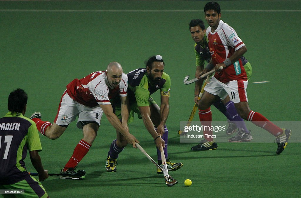 Sardar Singh of Delhi Waveriders negotiates with the players of Mumbai Magician during Hockey India League match at Major Dhyan Chand National Stadium on January 16, 2013 in New Delhi, India.