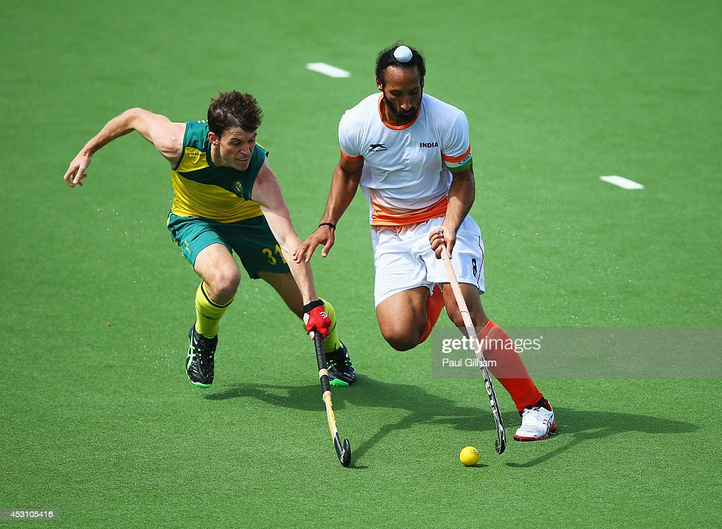 Sardar Singh of India battles with <a gi-track='captionPersonalityLinkClicked' href=/galleries/search?phrase=Fergus+Kavanagh&family=editorial&specificpeople=5431715 ng-click='$event.stopPropagation()'>Fergus Kavanagh</a> of Australia in the gold medal match between India and Australia at Glasgow National Hockey Centre during day eleven of the Glasgow 2014 Commonwealth Games on August 3, 2014 in Glasgow, United Kingdom.