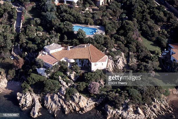 Sardinia New Riviera For Billionaires Vue aérienne de 'La Cerbiatta' la maison de Karim Aga Khan à Porto Cervo en Sardaigne réalisée dans les années...