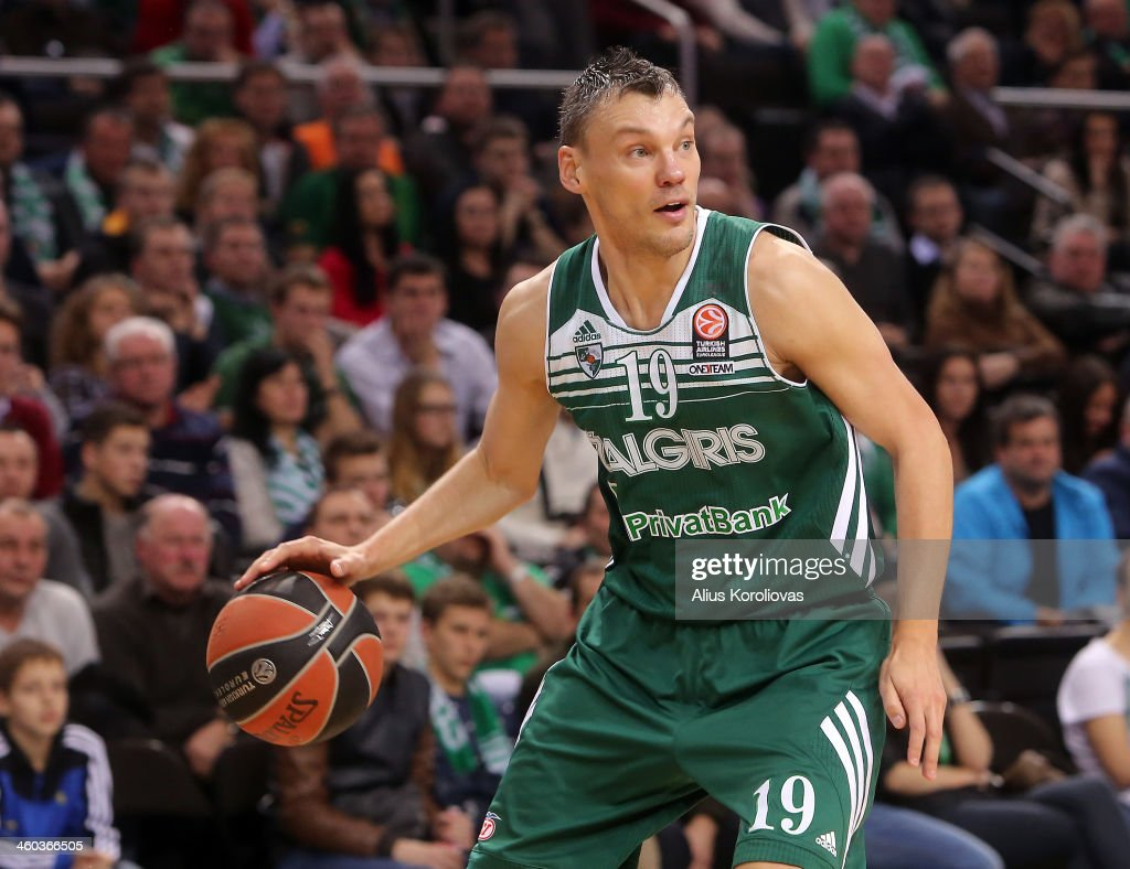 <a gi-track='captionPersonalityLinkClicked' href=/galleries/search?phrase=Sarunas+Jasikevicius&family=editorial&specificpeople=581779 ng-click='$event.stopPropagation()'>Sarunas Jasikevicius</a>, #19 of Zalgiris Kaunas in action during the 2013-2014 Turkish Airlines Euroleague Top 16 Date 1 game between Zalgiris Kaunas v FC Bayern Munich at Zalgiris Arena on January 3, 2014 in Kaunas, Lithuania.