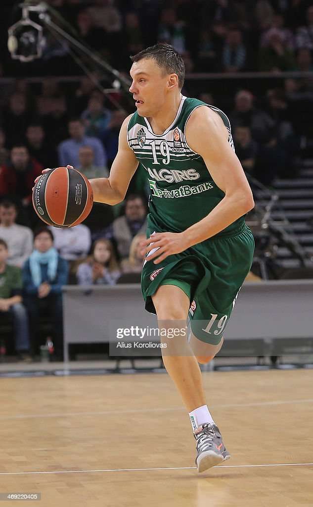 <a gi-track='captionPersonalityLinkClicked' href=/galleries/search?phrase=Sarunas+Jasikevicius&family=editorial&specificpeople=581779 ng-click='$event.stopPropagation()'>Sarunas Jasikevicius</a>, #19 of Zalgiris Kaunas in action during the 2013-2014 Turkish Airlines Euroleague Top 16 Date 6 game between Zalgiris Kaunas v Partizan NIS Belgrade at Zalgiris Arena on February 13, 2014 in Kaunas, Lithuania.