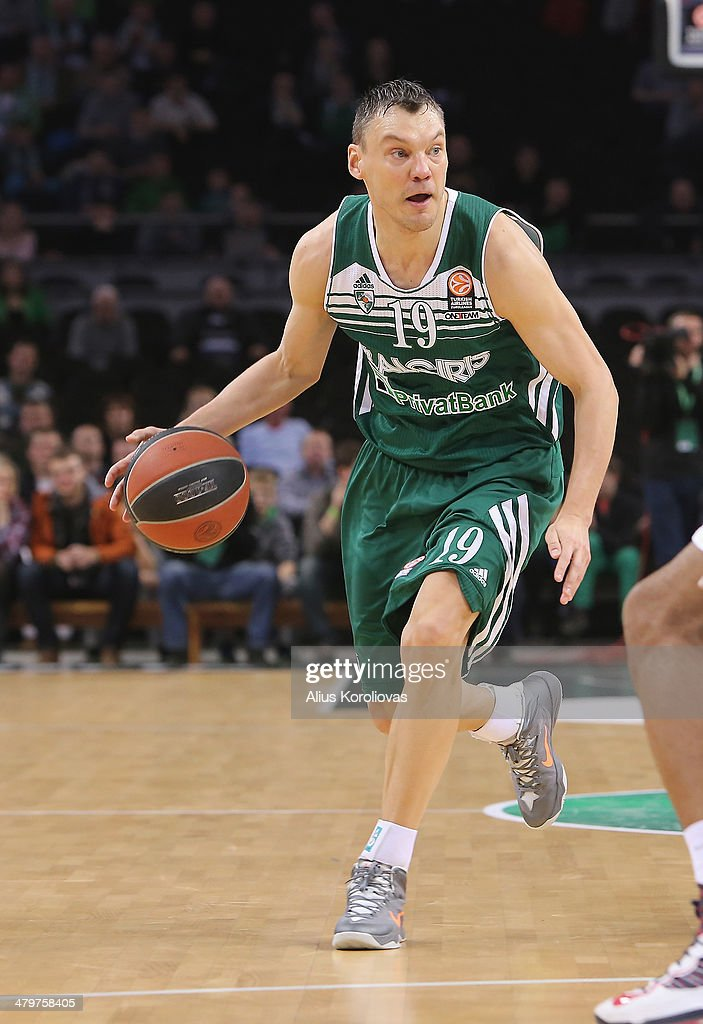 <a gi-track='captionPersonalityLinkClicked' href=/galleries/search?phrase=Sarunas+Jasikevicius&family=editorial&specificpeople=581779 ng-click='$event.stopPropagation()'>Sarunas Jasikevicius</a>, #19 of Zalgiris Kaunas in action during the 2013-2014 Turkish Airlines Euroleague Top 16 Date 11 game between Zalgiris Kaunas v Lokomotiv Kuban Krasnodar at Zalgiris Arena on March 20, 2014 in Kaunas, Lithuania.