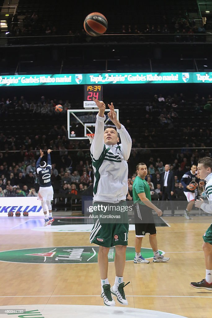 <a gi-track='captionPersonalityLinkClicked' href=/galleries/search?phrase=Sarunas+Jasikevicius&family=editorial&specificpeople=581779 ng-click='$event.stopPropagation()'>Sarunas Jasikevicius</a>, #19 of Zalgiris Kaunas warms up ahead of the 2013-2014 Turkish Airlines Euroleague Top 16 Date 1 game between Zalgiris Kaunas v FC Bayern Munich at Zalgiris Arena on January 3, 2014 in Kaunas, Lithuania.