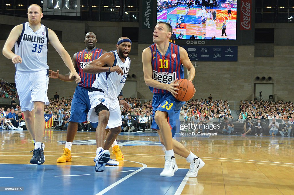 <a gi-track='captionPersonalityLinkClicked' href=/galleries/search?phrase=Sarunas+Jasikevicius&family=editorial&specificpeople=581779 ng-click='$event.stopPropagation()'>Sarunas Jasikevicius</a> #13 of F.C. Barcelona Regal drives against <a gi-track='captionPersonalityLinkClicked' href=/galleries/search?phrase=Vince+Carter&family=editorial&specificpeople=201488 ng-click='$event.stopPropagation()'>Vince Carter</a> #25 of the Dallas Mavericks during the game at Palau St. Jordi for NBA Europe Live 2012 on October 9, 2012 in Barcelona, Spain.
