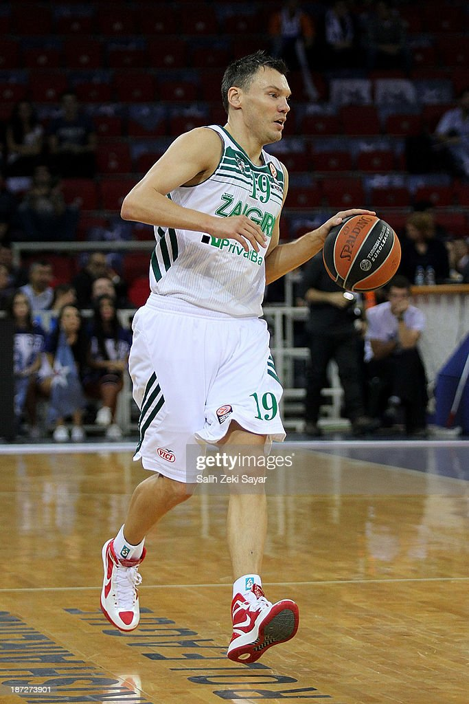 <a gi-track='captionPersonalityLinkClicked' href=/galleries/search?phrase=Sarunas+Jasikevicius&family=editorial&specificpeople=581779 ng-click='$event.stopPropagation()'>Sarunas Jasikevicius</a> #19 of Zalgiris Kaunas in action during the 2013-2014 Turkish Airlines Euroleague Regular Season Date 4 game between Anadolu EFES Istanbul v Zalgiris Kaunas at Abdi Ipekci Arena on November 7, 2013 in Istanbul, Turkey.