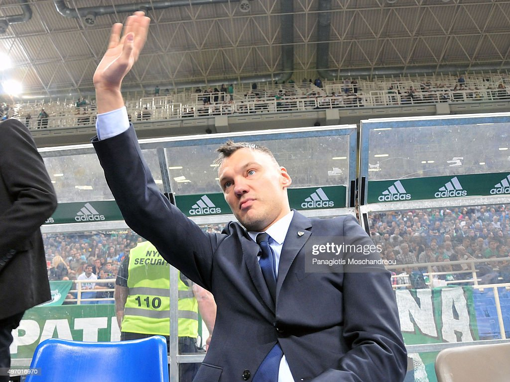 Sarunas Jasikevicius, part of the technical team of Zalgiris and ex Panathinaikos member, greets the fans of Panathinaikos during the Turkish Airlines Euroleague Regular Season date 5 game between Panathinaikos Athens v Zalgiris Kaunas at Olympic Sports Center Athens on November 13, 2015 in Athens, Greece.