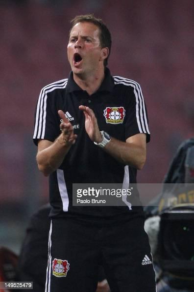 Sascha Lewandowski coach of Bayer Leverkusen gestures during the preseason friendly match between SSC Napoli and Bayer Leverkusen at Stadio San Paolo...