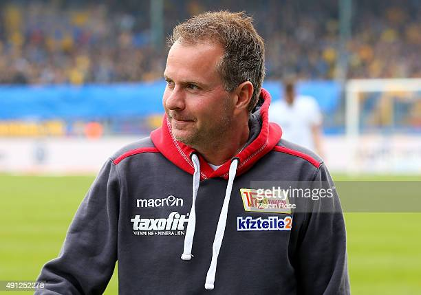 Sascha Lewandowski head coach of Union Berlin looks on before the Second Bundesliga match between Eintracht Braunschweig and 1 FC Union Berlin at...