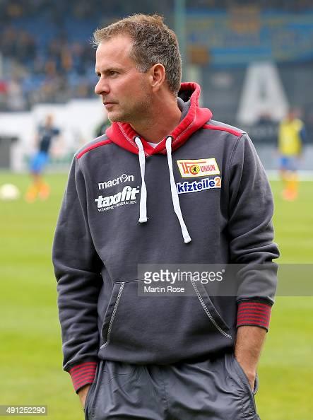 Sascha Lewandowski head coach of Union Berlin looks on before the Second Bundesliga match between Eintracht Braunschweig and 1 FC Union Berlin at...