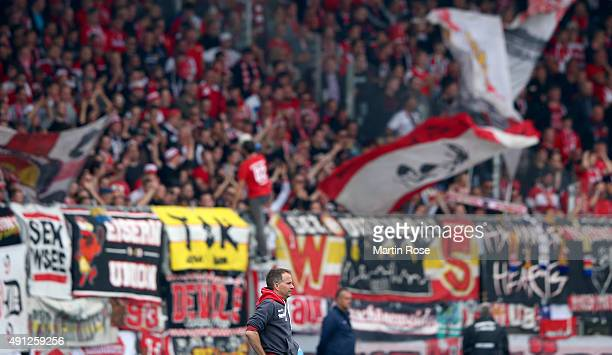 Sascha Lewandowski head coach of Union Berlin reacts during the Second Bundesliga match between Eintracht Braunschweig and 1 FC Union Berlin at...