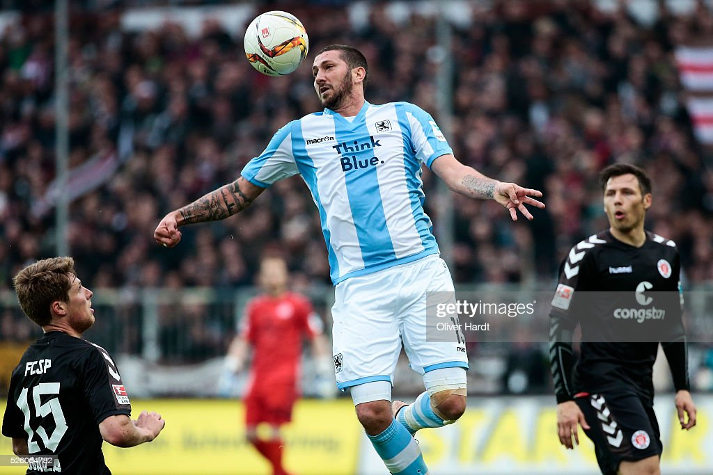 Sascha Moelders of Muenchen in action during the Second Bundesliga match between FC St Pauli and 1860 Muenchen at Millerntor Stadium on April 29 2016...