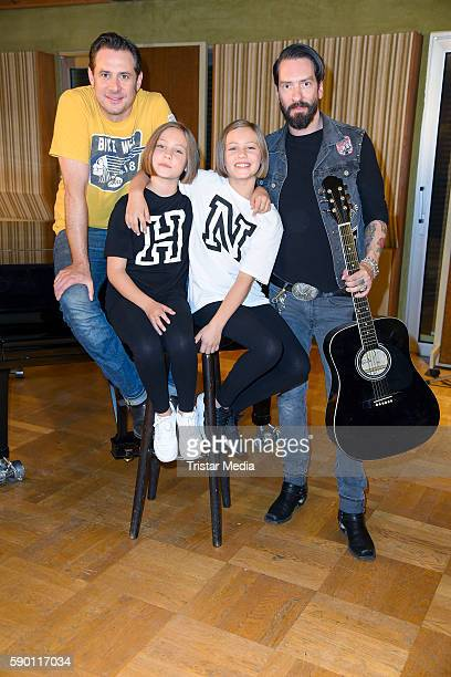 Sascha Vollmer Laila Meinecke Rosa Meinecke Isabell Suba and Alec Voelkel during the 'Hanni Nanni' Press Set Day on August 16 2016 in Berlin Germany