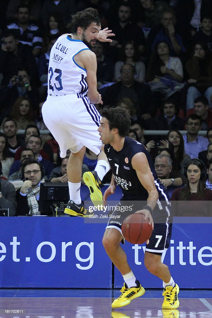 Sasha Vujacic #7 of Anadolu Efes competes with Sergio Llull #23 of Real Madrid during the 2012-2013 Turkish Airlines Euroleague Top 16 Date 7 between Anadolu EFES Istanbul v Real Madrid at Abdi Ipekci Sports Arena on February 14, 2013 in Istanbul, Turkey.