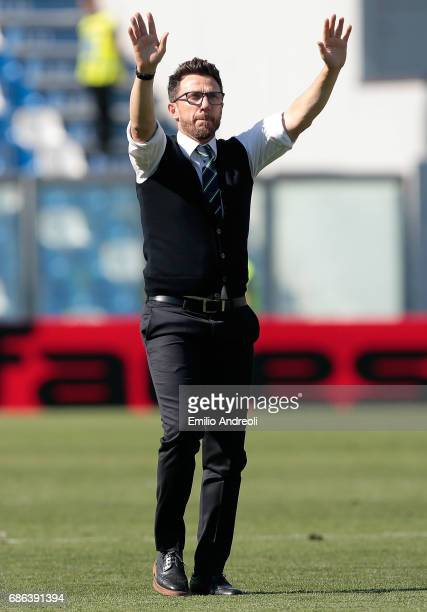 US Sassuolo Calcio coach Eusebio Di Francesco salutes the fans at the end of the Serie A match between US Sassuolo and Cagliari Calcio at Mapei...