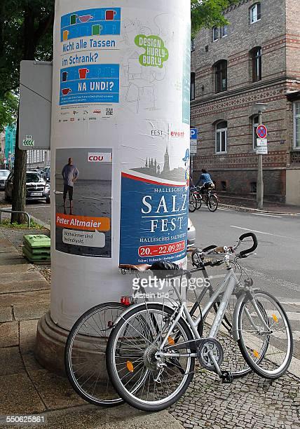 satirische Wahlplakate zur Bundestagswahl in Halle Saale Peter Altmaier CDU Wattwürmer sind beeindruckt auf einer Litfasssäule
