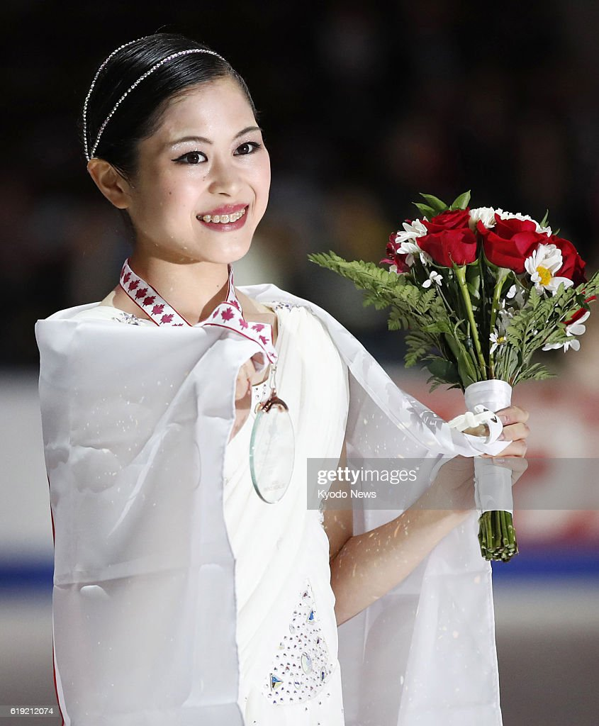 Сатоко Мияхара / Satoko MIYAHARA JPN - Страница 2 Satoko-miyahara-of-japan-poses-with-her-bronze-medal-after-finishing-picture-id619212074