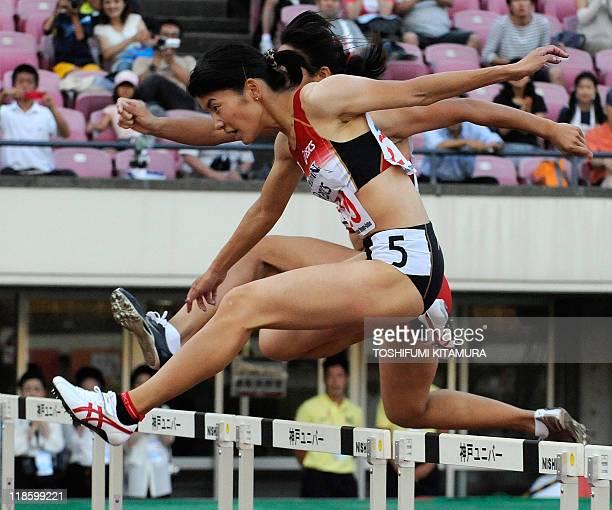 Satomi Kubokura of Japan leads Yang Qi of China during their women's 400metre hurdle finals in the 2011 Asian Athletics Championships in Kobe on July...
