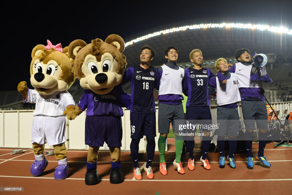 <a gi-track='captionPersonalityLinkClicked' href=/galleries/search?phrase=Satoru+Yamagishi&family=editorial&specificpeople=871611 ng-click='$event.stopPropagation()'>Satoru Yamagishi</a>, Takuya Masuda, <a gi-track='captionPersonalityLinkClicked' href=/galleries/search?phrase=Tsukasa+Shiotani&family=editorial&specificpeople=8675650 ng-click='$event.stopPropagation()'>Tsukasa Shiotani</a>, Kohei Shimizu and <a gi-track='captionPersonalityLinkClicked' href=/galleries/search?phrase=Kazuhiko+Chiba&family=editorial&specificpeople=6757908 ng-click='$event.stopPropagation()'>Kazuhiko Chiba</a> of Sanfrecce Hiroshima celebrate the win after the AFC Champions League Group F match between Sanfrecce Hiroshima and Central Coast Mariners at Edion Stadiam Hiroshima on April 23, 2014 in Hiroshima, Japan.