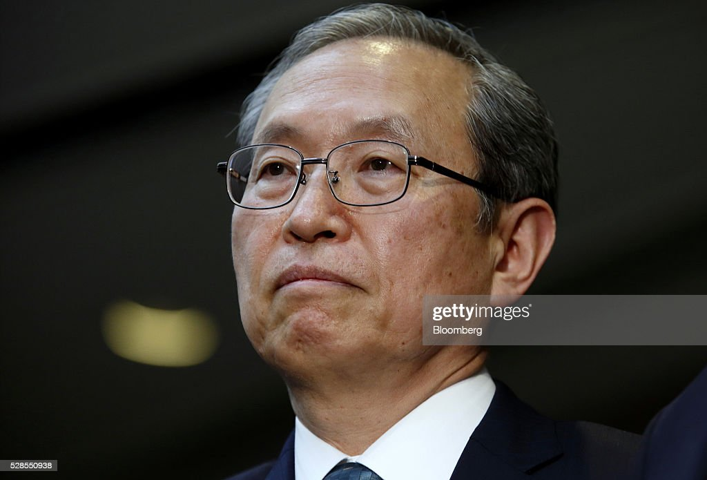 Satoshi Tsunakawa, incoming president of Toshiba Corp., pauses during a news conference in Tokyo, Japan, on Friday, May 6, 2016. Toshiba named Tsunakawa to be its next president as the troubled electronics conglomerate promotes from within after an accounting scandal. Photographer: Tomohiro Ohsumi/Bloomberg via Getty Images