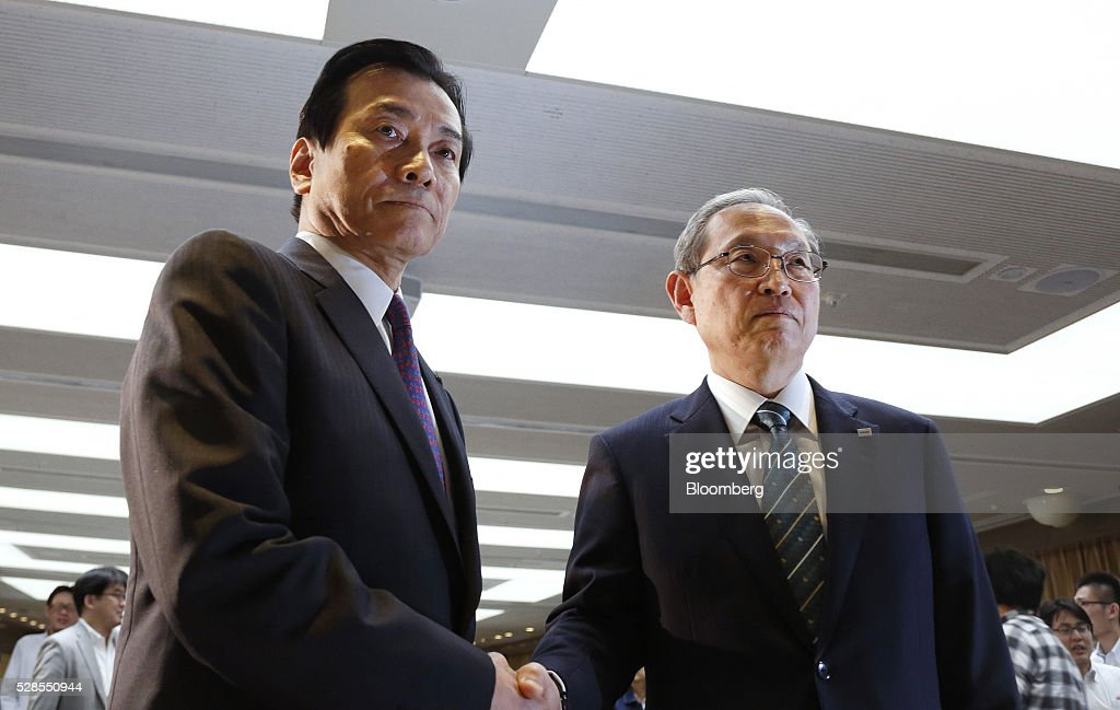 Satoshi Tsunakawa, incoming president of Toshiba Corp., right, and Shigenori Shiga, incoming chairman of Toshiba Corp., pose for photographs during a news conference in Tokyo, Japan, on Friday, May 6, 2016. Toshiba named Tsunakawa to be its next president as the troubled electronics conglomerate promotes from within after an accounting scandal. Photographer: Tomohiro Ohsumi/Bloomberg via Getty Images