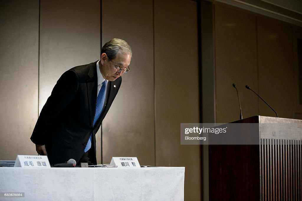 Satoshi Tsunakawa, president of Toshiba Corp., bows during a news conference in Tokyo, Japan, on Friday, Jan. 27, 2017. Toshiba, facing a multibillion-dollar writedown in its nuclear power division, is reconsidering plans to accept new reactor orders. Photographer: Akio Kon/Bloomberg via Getty Images