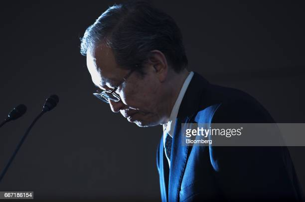 Satoshi Tsunakawa president of Toshiba Corp bows during a news conference in Tokyo Japan on Tuesday April 11 2017 Toshiba the 142yearold conglomerate...