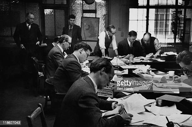 Saturday afternoon in the newsroom at the 'News of The World' office 18th April 1953 Printers query a print with Chief Sub 'Tiny' Lear and Editor A G...