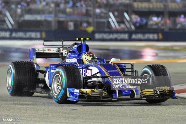 Sauber's German driver Pascal Wehrlein drives during the Formula One Singapore Grand Prix in Singapore on September 17 2017 / AFP PHOTO / MOHD RASFAN