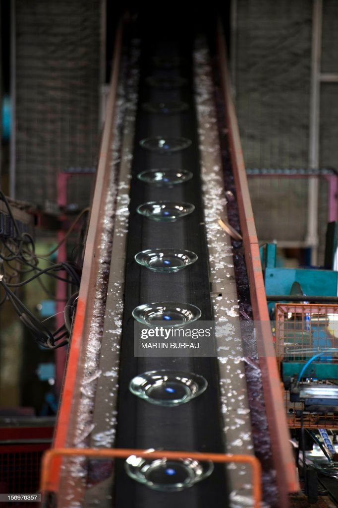 Saucers manufactured by glassware Duralex are seen on a production line, on November 26, 2012 at the Duralex factory in La Chapelle-Saint-Mesmin. AFP PHOTO MARTIN BUREAU