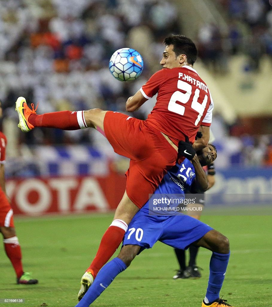 Saudi Al-Hilal club player Mohammed Jahfali (R) fights for the ball with Farzad Hatami (L) of Iranian club Tractorsazi during their Asian Champions League group C football match at the Sultan Qabous stadium in Muscat on May 3, 2016. / AFP / MOHAMMED