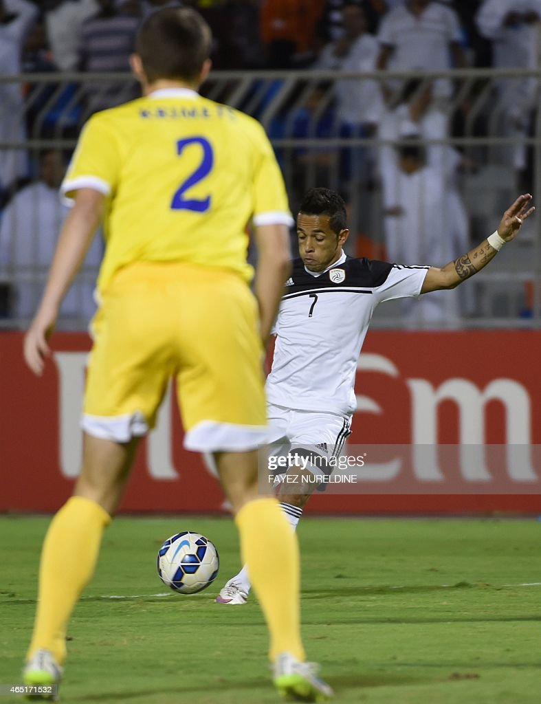 Saudi Al-Shabab player Rafinha (back) kicks the ball in front of Ygor Krimets of Uzbekistan's Pakhtakor during their AFC Champions League group B football match at the Prince Faisal bin Fahad stadium in Riyadh on March 3, 2015.