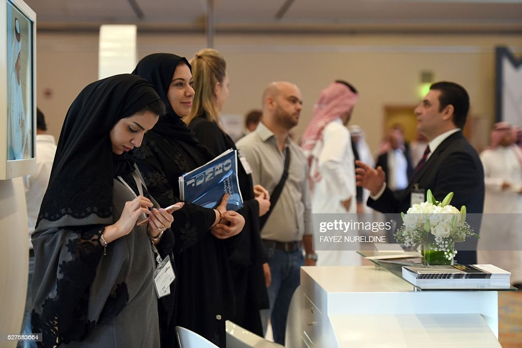 Saudi and foreign investors attend the Euromoney Saudi Arabia conference in the capital Riyadh on May 3, 2016. The two-day conference focuses on Saudi Arabia's economy and the so called economic plan 'Vision 2030'. / AFP / FAYEZ