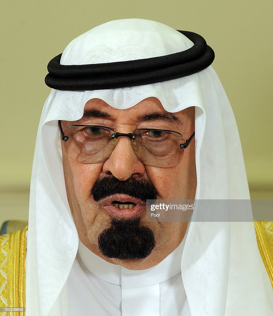 Saudi Arabian King Abdullah Bin-Abd-al-Aziz Al Saud speaks to the - saudi-arabian-king-abdullah-binabdalaziz-al-saud-speaks-to-the-media-picture-id102528605