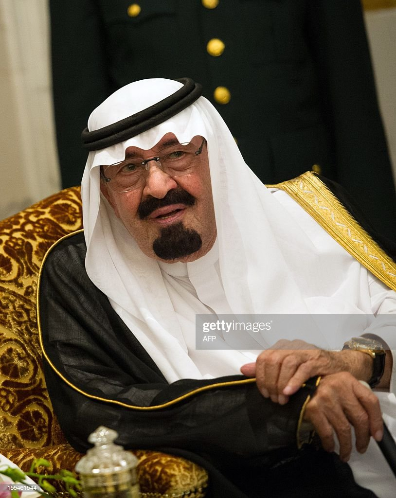 Saudi Arabia's King Abdullah bin Abdulaziz al-Saud talks with French President Francois Hollande (unseen) during their meeting at the Saudi Royal palace, in Jeddah, on November 4, 2012. Hollande is visiting Saudi Arabia before attending an Asia-Europe summit in Laos to talk trade at a time of economic crisis.