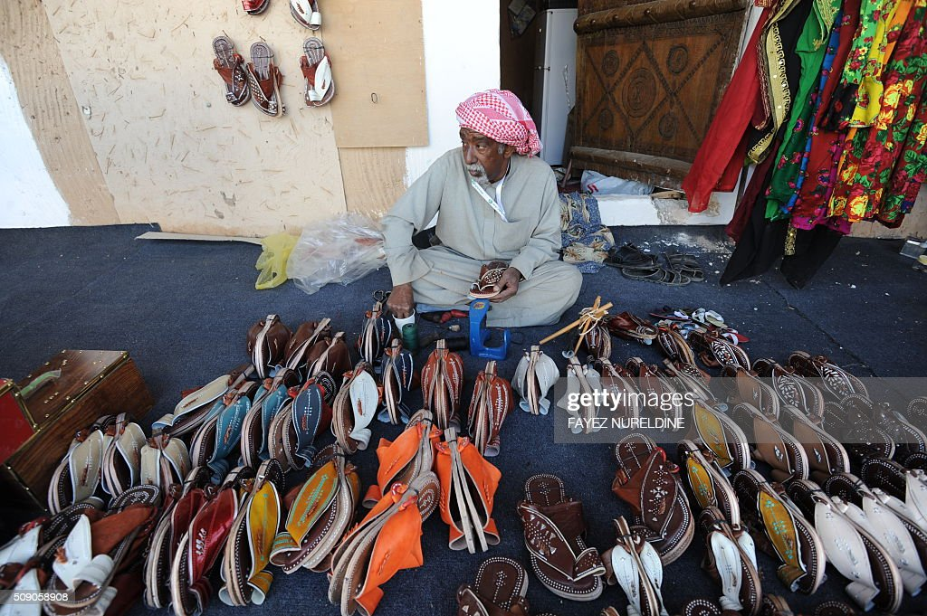 A Saudi exhibitor shows his products during the Janadriyah festival of Heritage and Culture held in the Saudi village of Al-Thamama, 50 kilometres north of the capital Riyadh, on February 8, 2016. / AFP / FAYEZ NURELDINE