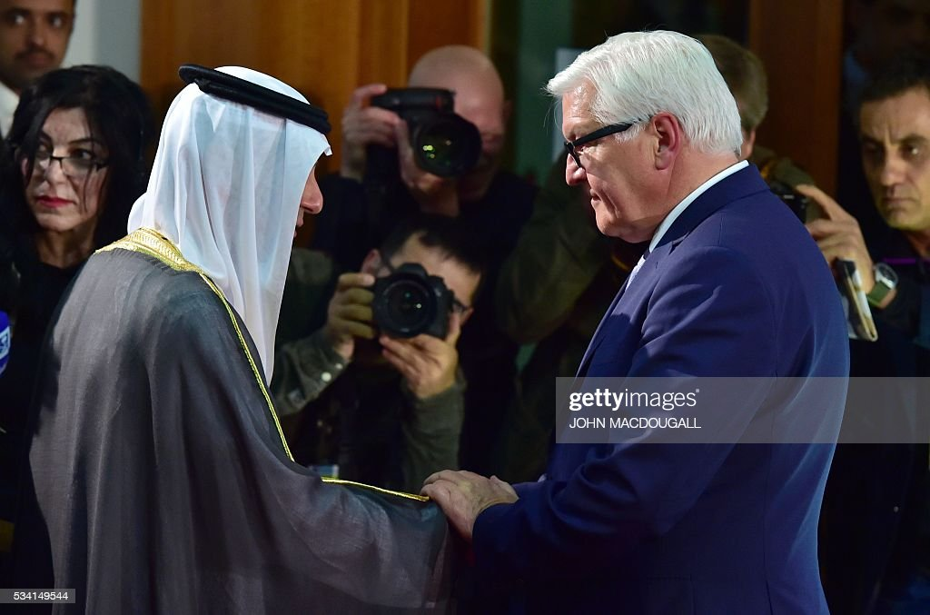 Saudi Foreign Minister Adel al-Jubeir (L) and his German counterpart Frank-Walter Steinmeier shake hands after a joint press conference on May 25, 2016 at the Foreign Ministry in Berlin. / AFP / John MACDOUGALL