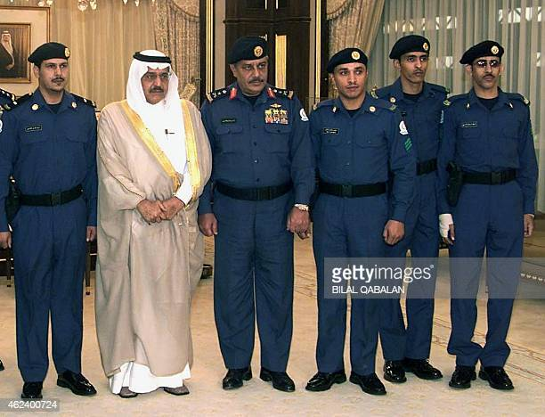 Saudi Interior Minister Prince Nayef bin Abdul Aziz poses in Riyadh 16 October 2002 with the 5 Saudi security agents who foiled the attempted...