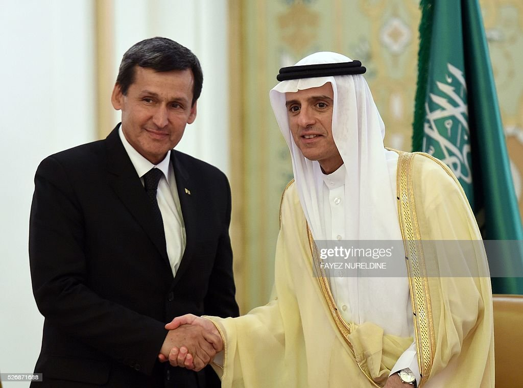 Saudi Minister of Foreign Affairs Adel al-Jubeir (R) and Turkmenistan's Deputy Prime Minister and Foreign Afairs Minister Rasit Meredow shake hands after the end of their press conference, in Riyadh, on May 1, 2016. / AFP / FAYEZ