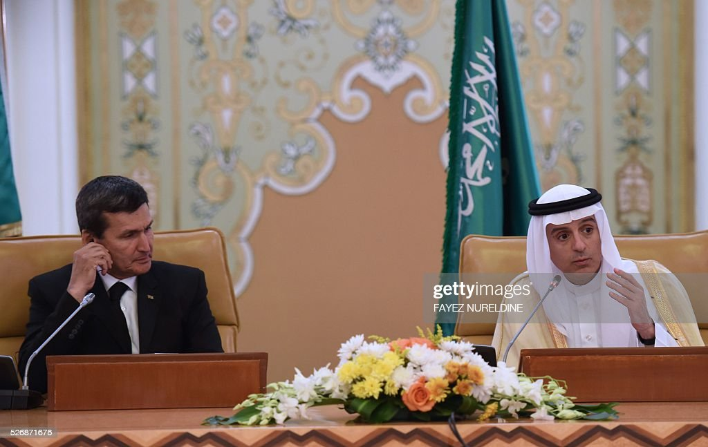 Saudi Minister of Foreign Affairs Adel al-Jubeir (R) talks to reporters during a press conference held with Turkmenistan's Deputy Prime Minister and Foreign Afairs Minister Rasit Meredow, in Riyadh, on May 1, 2016. / AFP / FAYEZ