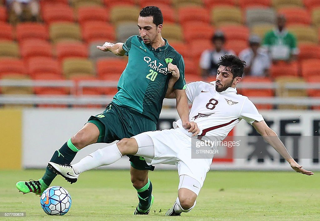 Saudi's Al-Ahli player Hassan Seraj (L) and Qatar's El-Jaish player Yousef Muftah vie for the ball during their AFC Champions League group D football match at the King Abdullah Spots City in Jeddah on May 3, 2016. / AFP / STRINGER