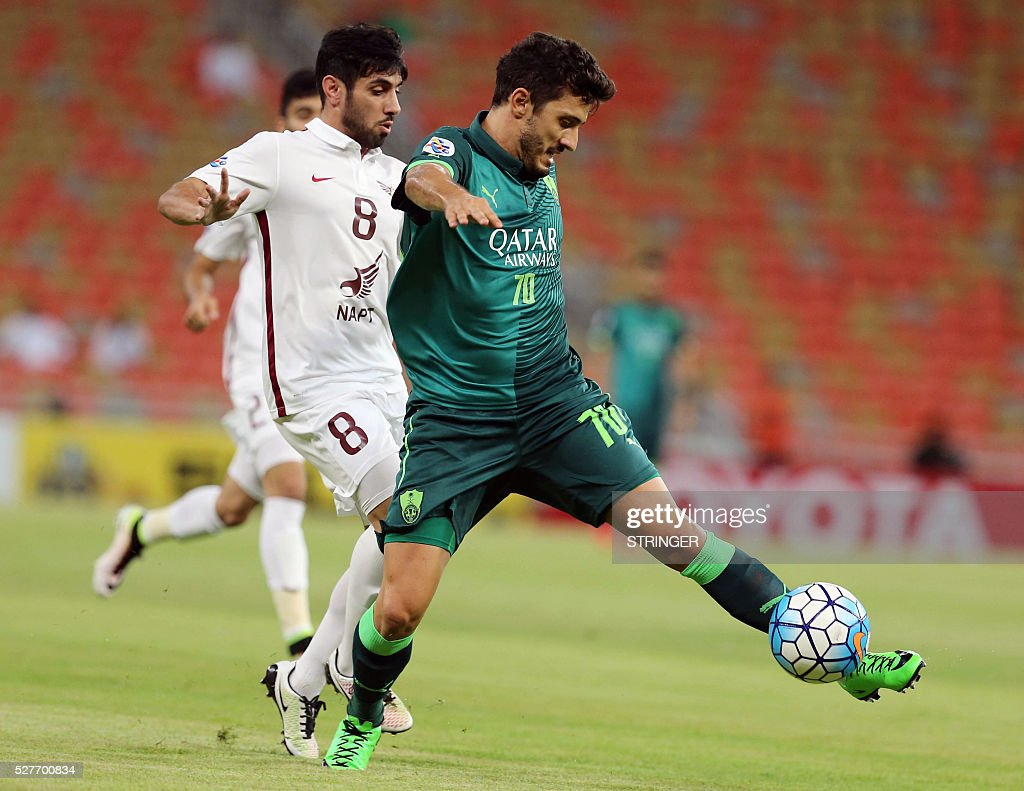 Saudi's Al-Ahli player Marquino (R) controls the ball as Qatar's El-Jaish player Yousef Muftah defends during their AFC Champions League group D football match at the King Abdullah Spots City in Jeddah on May 3, 2016. / AFP / STRINGER