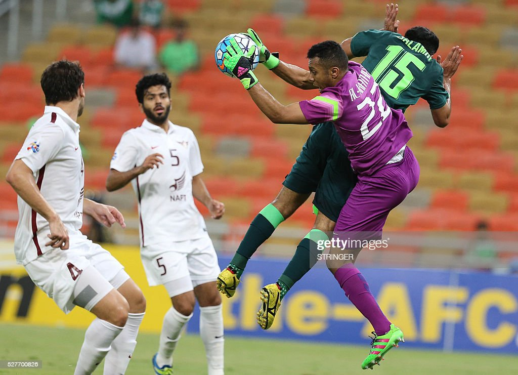 Saudi's Al-Ahli player Saleh al-Jamaan (R) tries to score as Qatar's El-Jaish goalkeeper Saoud Mubark (C) defends during their AFC Champions League group D football match at the King Abdullah Spots City in Jeddah on May 3, 2016. / AFP / STRINGER
