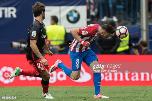 Saul Niguez Esclapez of Atletico de Madrid fights for the ball with Yeray Alvarez Lopez of Athletic Club during the La Liga match between Atletico de...