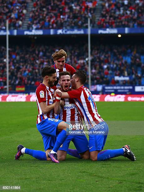 Saul Niguez of Atletico de Madrid celebrates scoring their opening goal with teammate Antoine Griezmann Yannick Carrasco and Lucas Hernandez during...