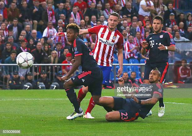 Saul Niguez of Atletico Madrid beats David Alaba Arturo Vidal and Juan Bernat of Bayern Munich as he scores their first goal during the UEFA...