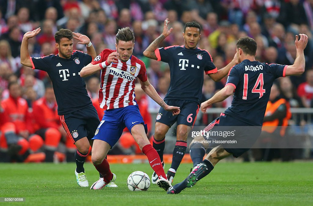 Saul Niguez of Atletico Madrid takes on <a gi-track='captionPersonalityLinkClicked' href=/galleries/search?phrase=Juan+Bernat&family=editorial&specificpeople=8821838 ng-click='$event.stopPropagation()'>Juan Bernat</a>, Thiago Alcantara and <a gi-track='captionPersonalityLinkClicked' href=/galleries/search?phrase=Xabi+Alonso&family=editorial&specificpeople=213833 ng-click='$event.stopPropagation()'>Xabi Alonso</a> of Bayern Munich during the UEFA Champions League semi final first leg match between Club Atletico de Madrid and FC Bayern Muenchen at Vincente Calderon on April 27, 2016 in Madrid, Spain.